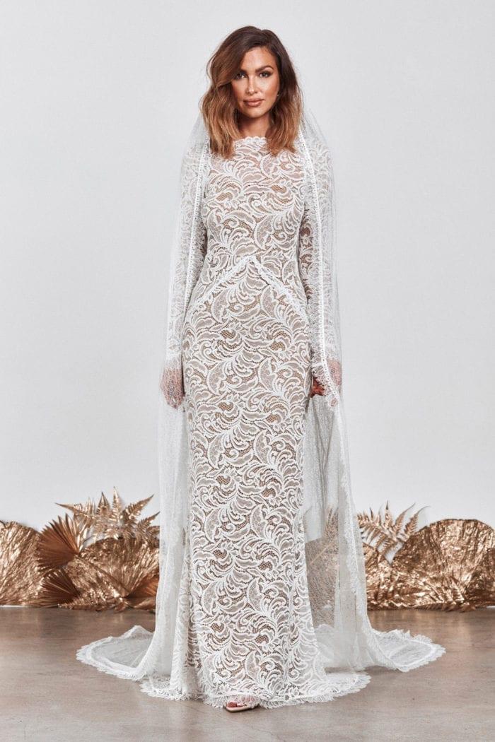 Bride wearing Grace Loves Lace Chantilly Veil