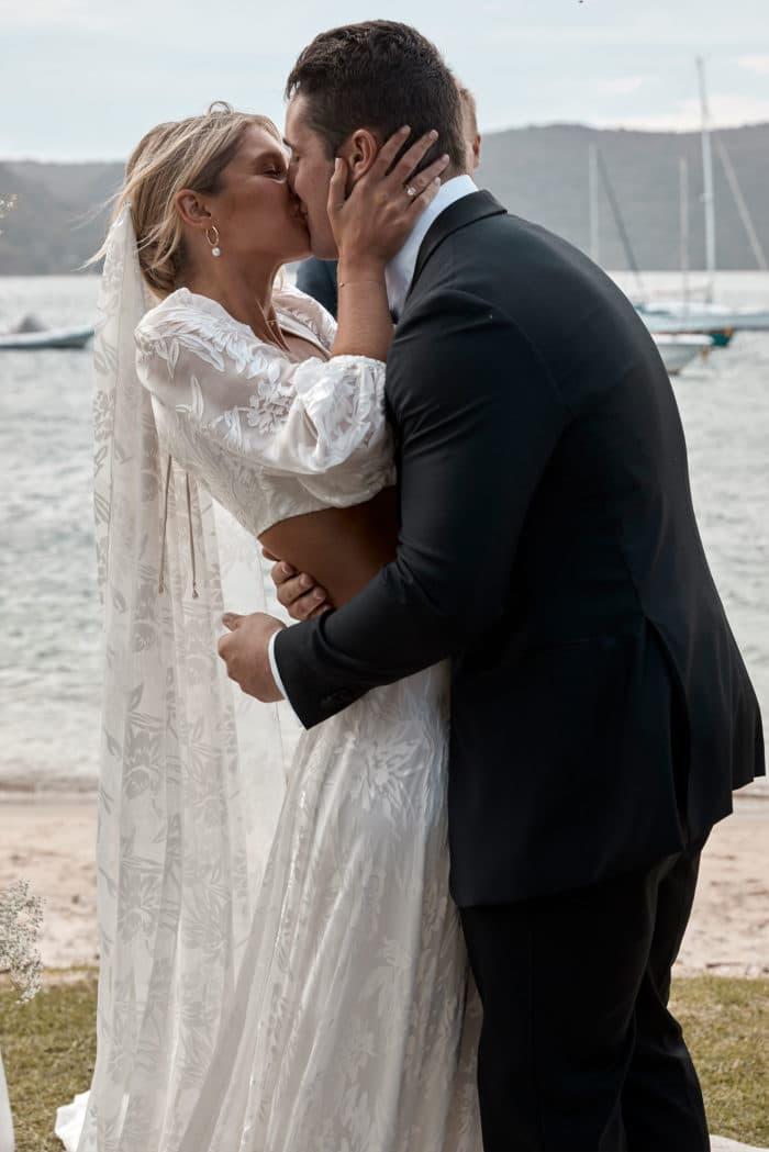 Behati_Wedding_Gown_kiss